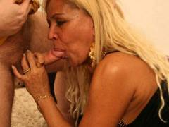 Curvy blonde MILF gets some end-to-end to make out with somebodying