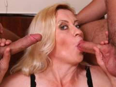 Mature beauty kisses two dongs